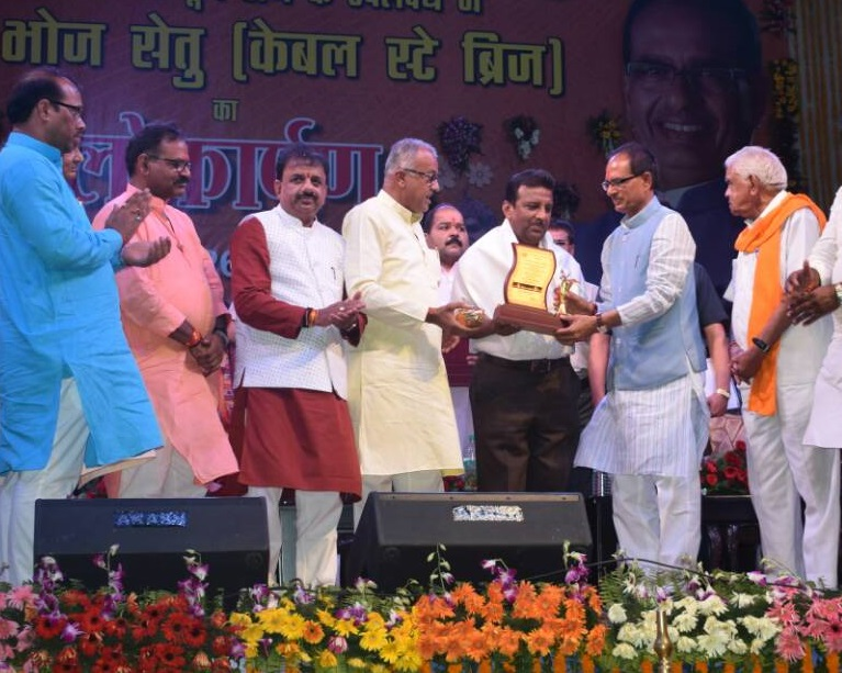 Hon'ble Chief Minister of Madhya Pradesh presenting award to our GM for Cable Stayed Bridge at Kamla Park in Bhopal City