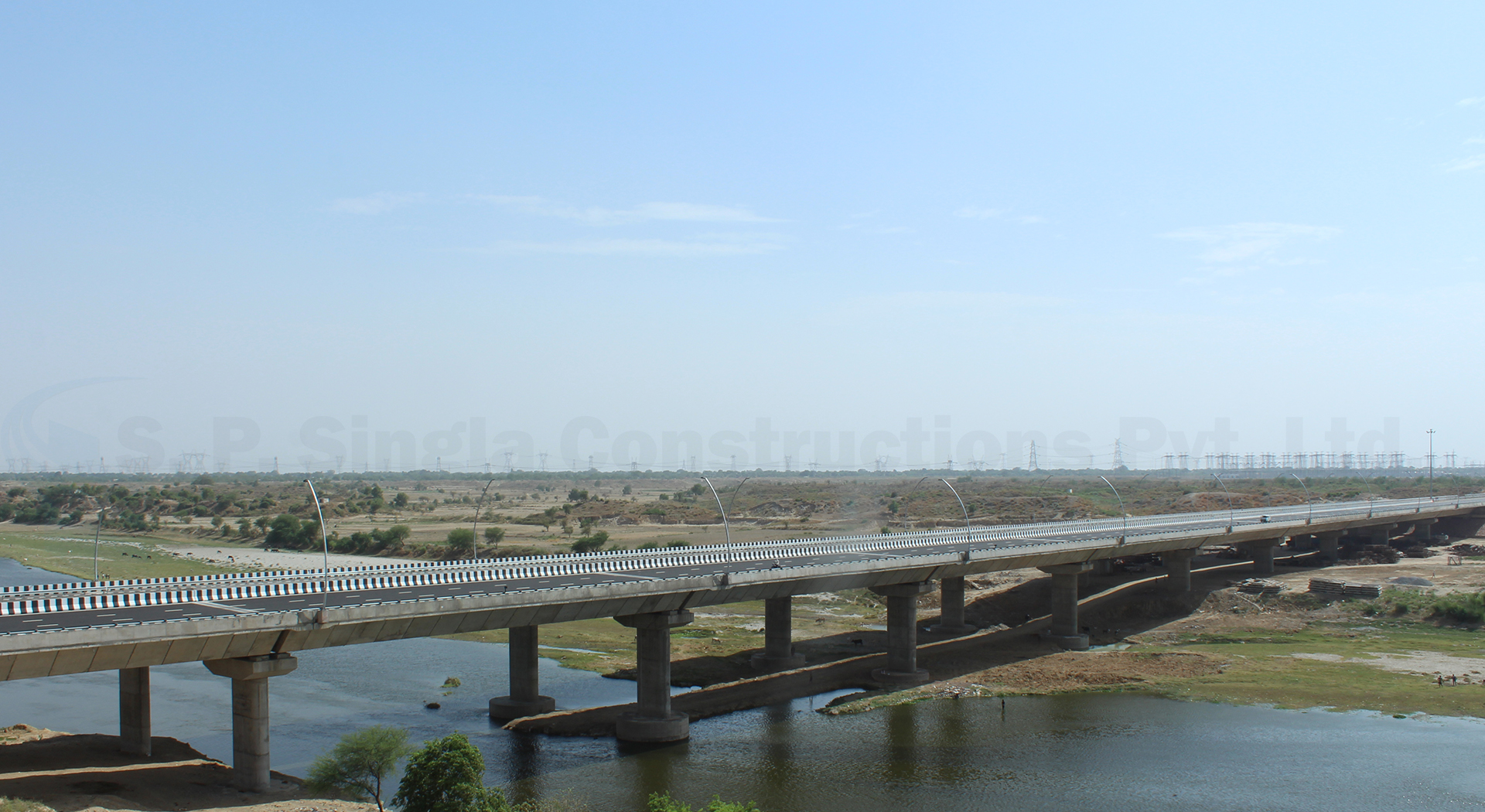 8 Lane 600m long Major Bridge on river Yamuna on Agra-Firojabad Expressway section (Greefield Project) on EPC mode